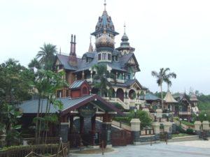 De nieuwe Mystic Manor in Hong Kong Disneyland - Foto: (c) Adri van Esch, Parkplanet