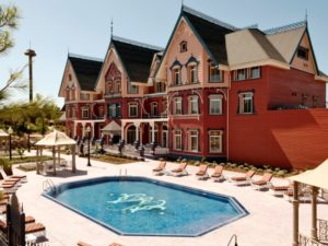 Hotel Gold River (Lucy's Mansion) in Port Aventura