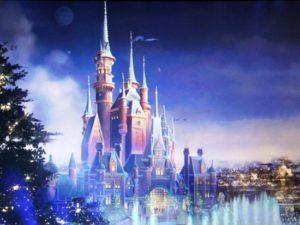 Het Enchanted Storybook Castle in Shanghai Disneyland - Illustratie: (c) Disney