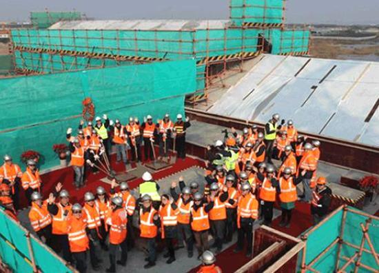 Het eerste gebouw van Shanghai Disneyland is gereed - Foto: (c) Disney