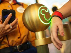 De MagicBand van Disney's nieuwe Fast Pass Plus-systeem – Foto: © Disney, Kent Phillips