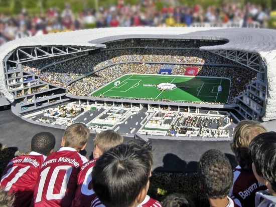 De Allianz Arena van München, nagebouwd in Legoland Deutschland