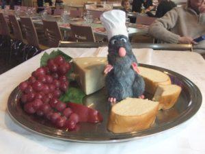 Rémy uit de film Ratatouille in het Restaurant des Stars in Walt Disney Studios - Foto: (c) Parkplanet