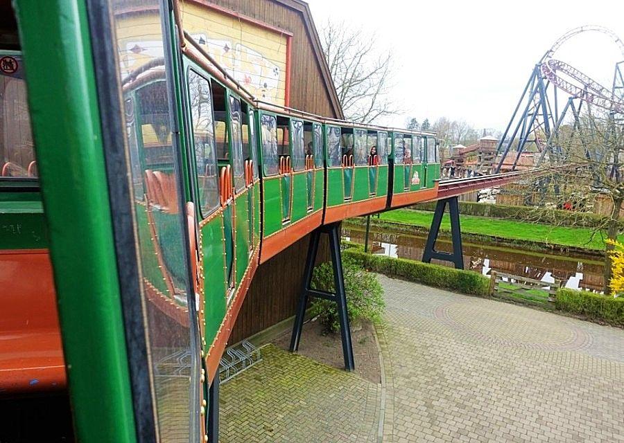 Monorail in Attractiepark Slagharen - Foto: © Adri van Esch