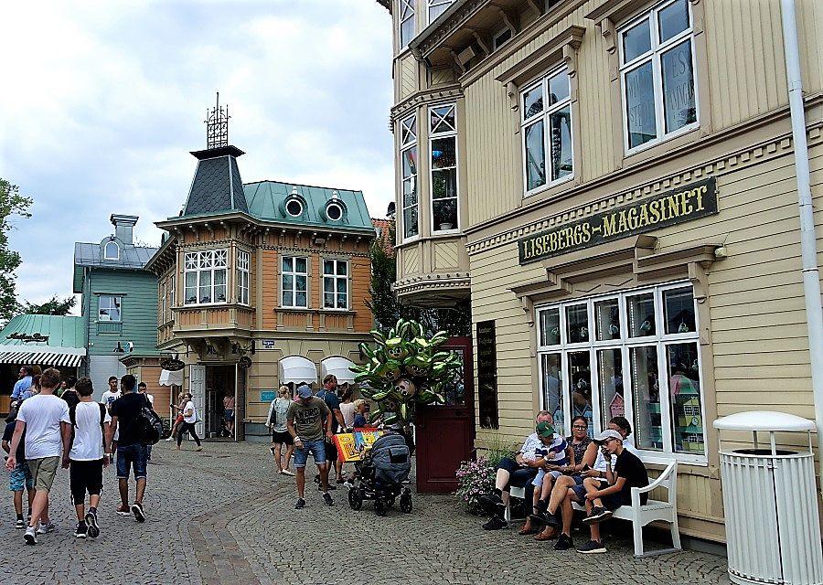 Gezellig straatje in Liseberg – Foto: © Adri van Esch