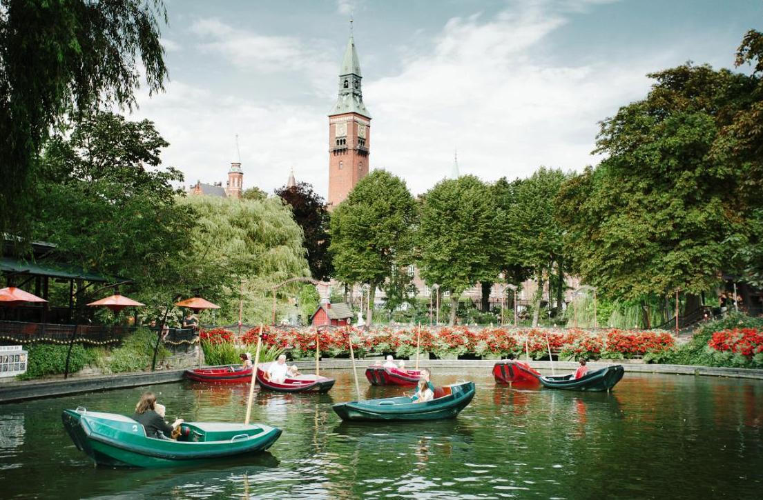 Drakenbootjes in Tivoli in Kopenhagen