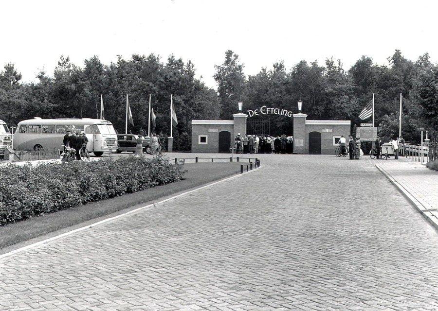 De entree van De Efteling in de jaren 50, gezien vanaf de Parklaan