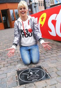Josje Huisman van K3 onthult haar ster op de Walk of Fame in Plopsaland De Panne