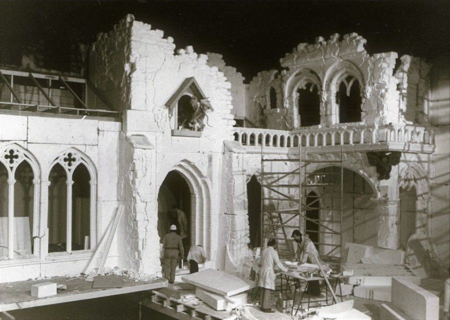 De bouw van het Spookslot in de Efteling