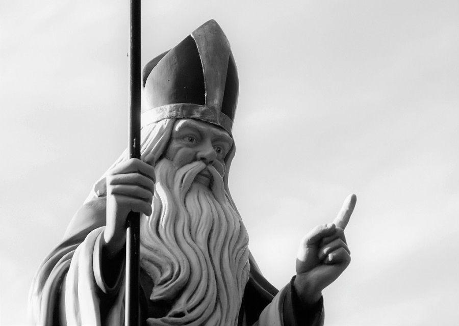 Sint Nicolaas op zijn eigen Sint Nicolaasplaets in de Efteling - Foto: © Adri van Esch