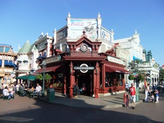 Art deco in Main Street USA in Disneyland Paris - Foto: Adri van Esch, Parkplanet
