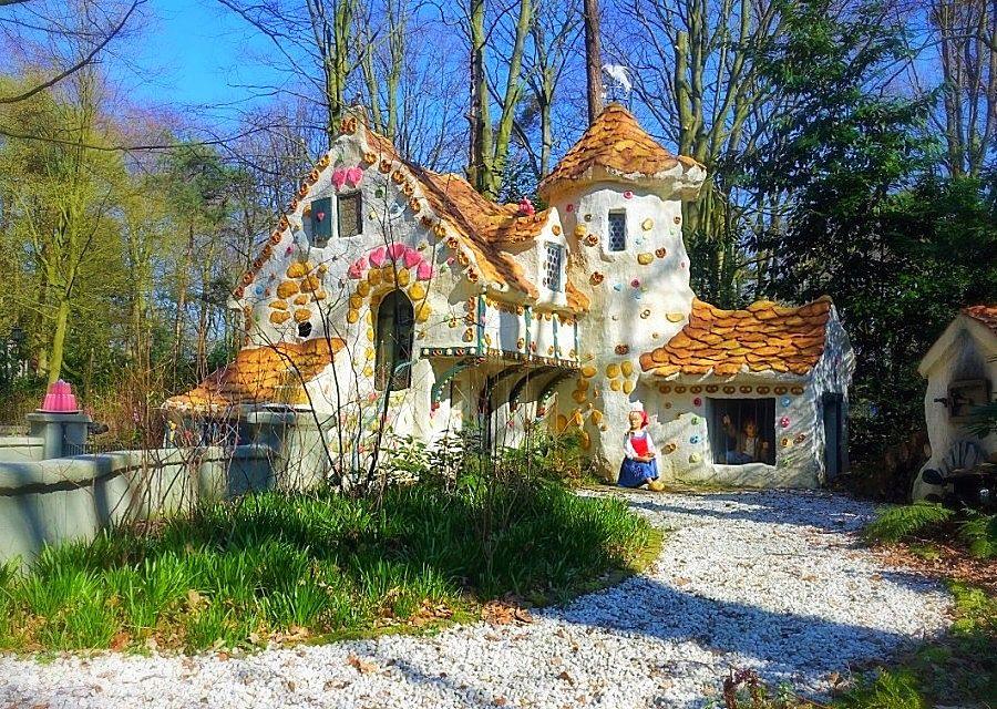 Hans en Grietje en het huisje van de heks in het Sprookjesbos van de Efteling – Foto: © Adri van Esch