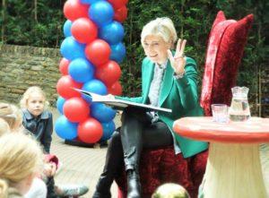 Prinses Laurentien leest voor in de Efteling - Foto: (c) Adri van Esch