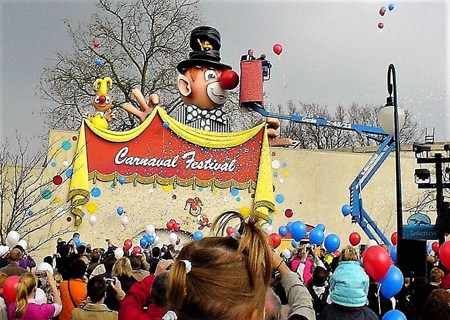 De heropening van Carnaval Festival met Loeki de Leeuw in 2005 in de Efteling - Foto: © Adri van Esch