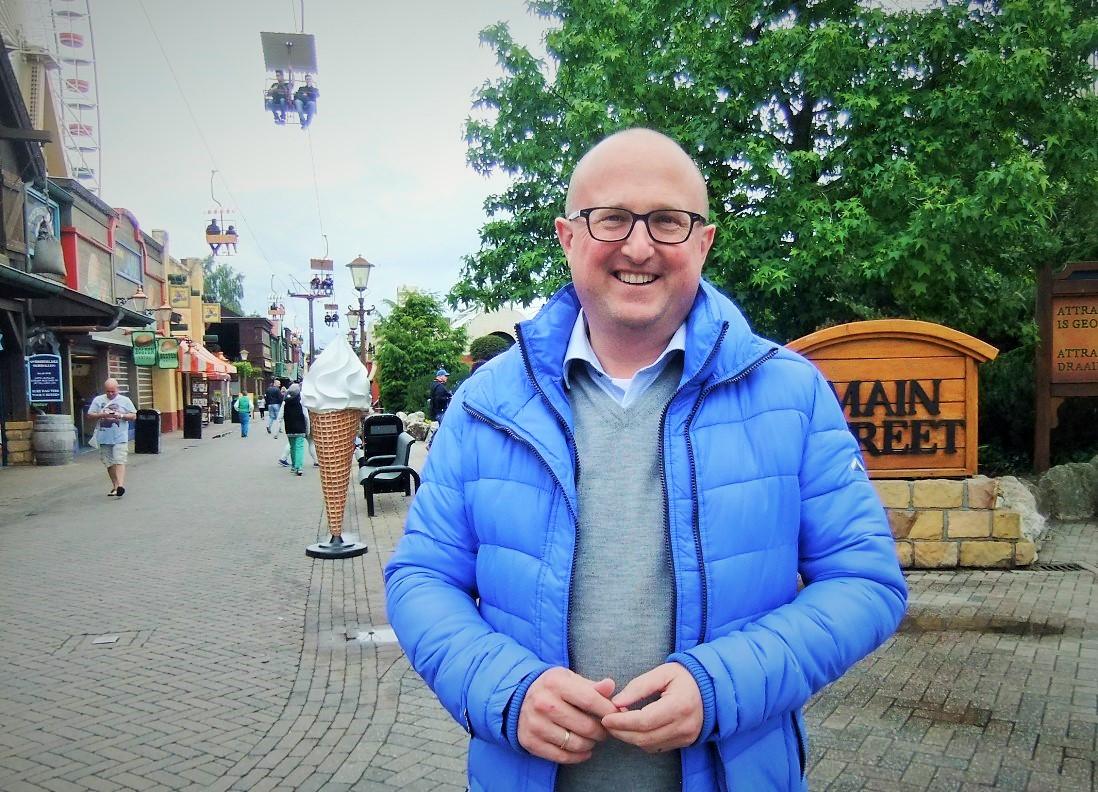 Parkdirecteur Wouter Dekkers in de Main Street van Slagharen - Foto: (c) Adri van Esch