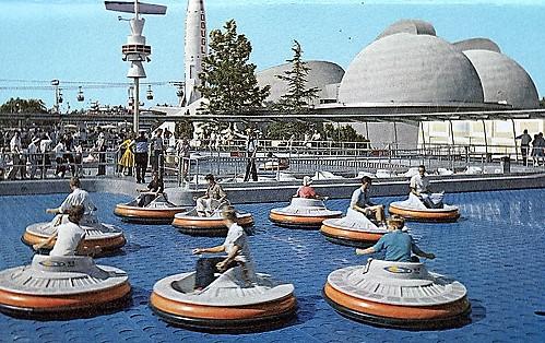 Flying Saucers in Disneyland - Foto: (c) Disney