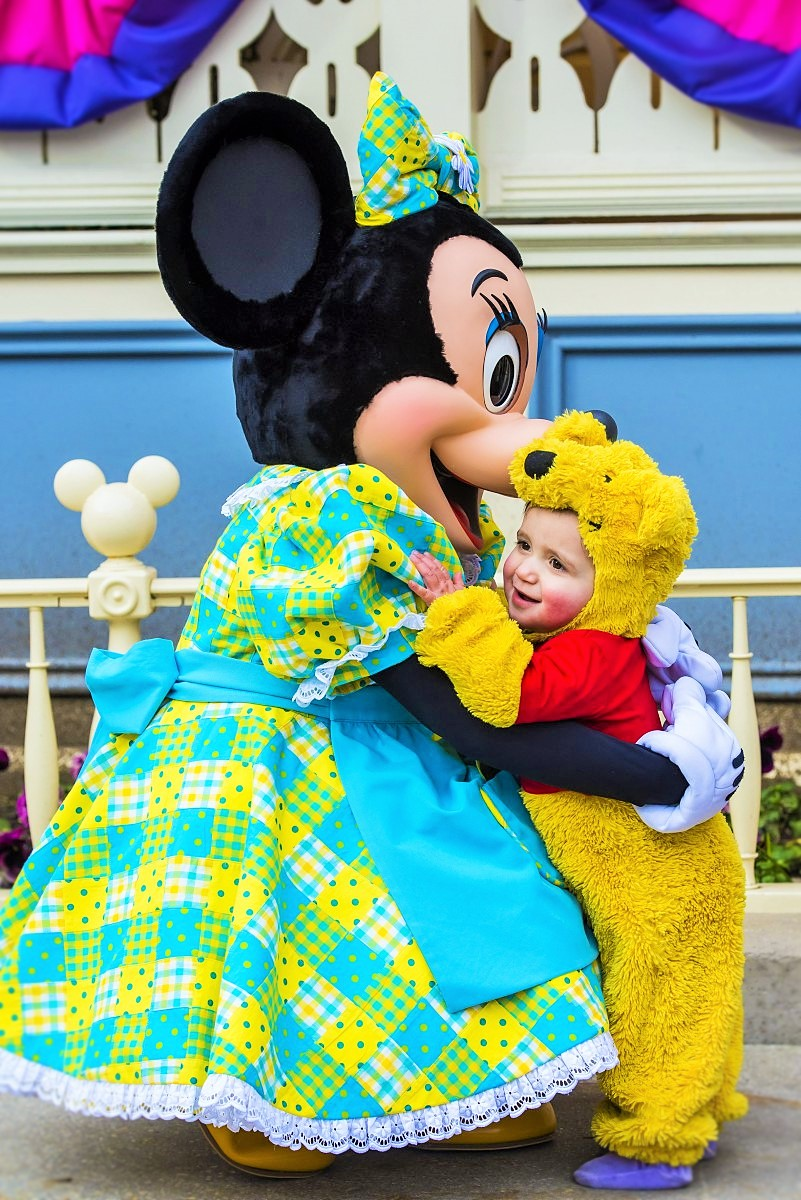 Minny Mouse ontmoet een kleine fan - Foto: © Disney