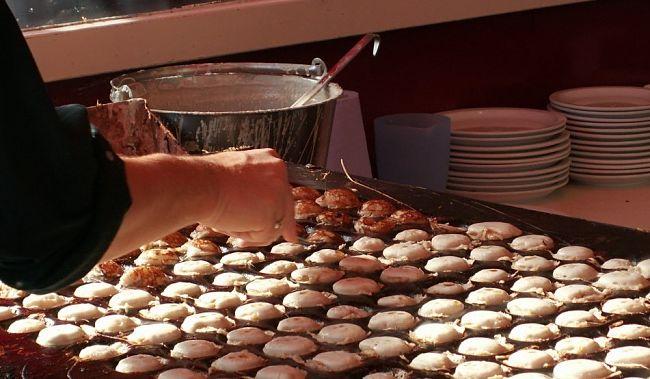 Poffertjes bakken - Foto: Maarten De Wispelaere (FreeImages)