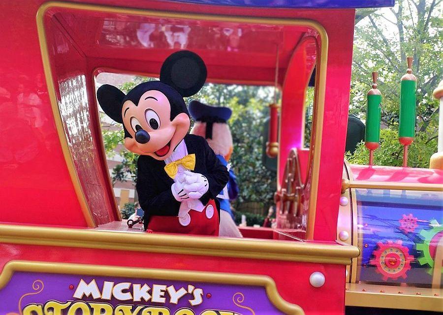 Mickey Mouse in de parade van Shanghai Disneyland- © Foto: Adri van Esch