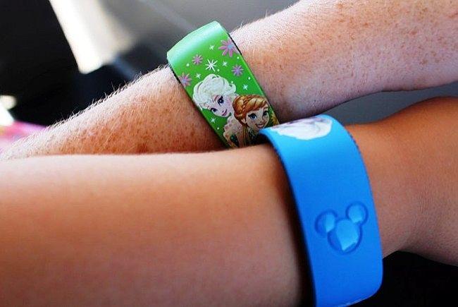 De MagicBands van Disney's MyMagic+ - Foto: ThemePark Tourist, Flickr