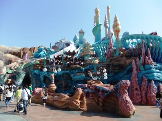 Het waterpaleis van koning Triton in Mermaid Lagoon in Tokyo DisneySea - Foto: (c) Parkplanet