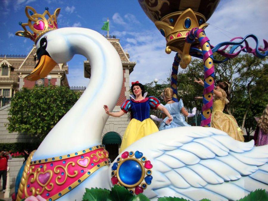 Sneeuwwitje in de parade van Hong Kong Disneyland - Foto: © Adri van Esch