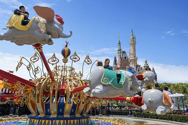 Dumbo en het kasteel van Shanghai Disneyland - Foto: © Disney