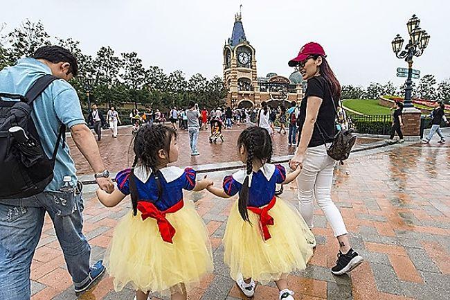 De ingang van Shanghai Disneyland - Foto: © Disney