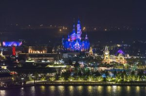 Shanghai Disneyland bij nacht - Foto: © Disney