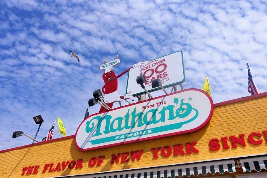 Nathan's Famous op Coney Island - Foto: © Adri van Esch