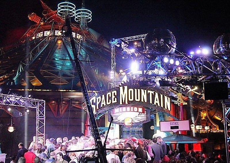 De opening van Space Mountain: Mission 2 in Disneyland Paris in 2005 - Foto: © Disney