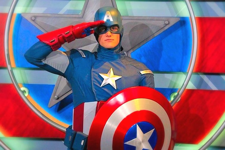 Captain America poseert in Disneyland in Anaheim - Foto: Loren Javier (Flickr cc)