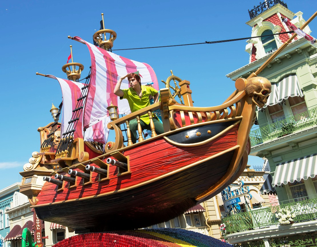 MK Festival of Fantasy Parade Peter Pan David Roark 15pers