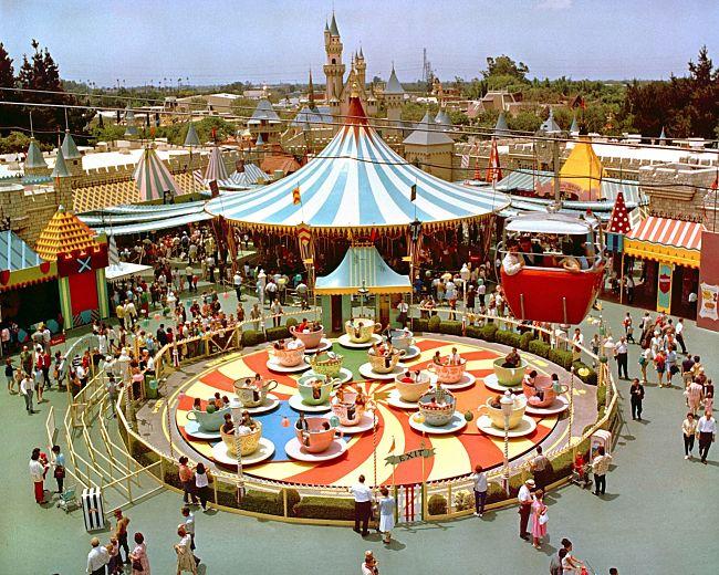 Al halverwege de vorige eeuw was er overal beweging in Disneyland in Anaheim - Foto: © Disney