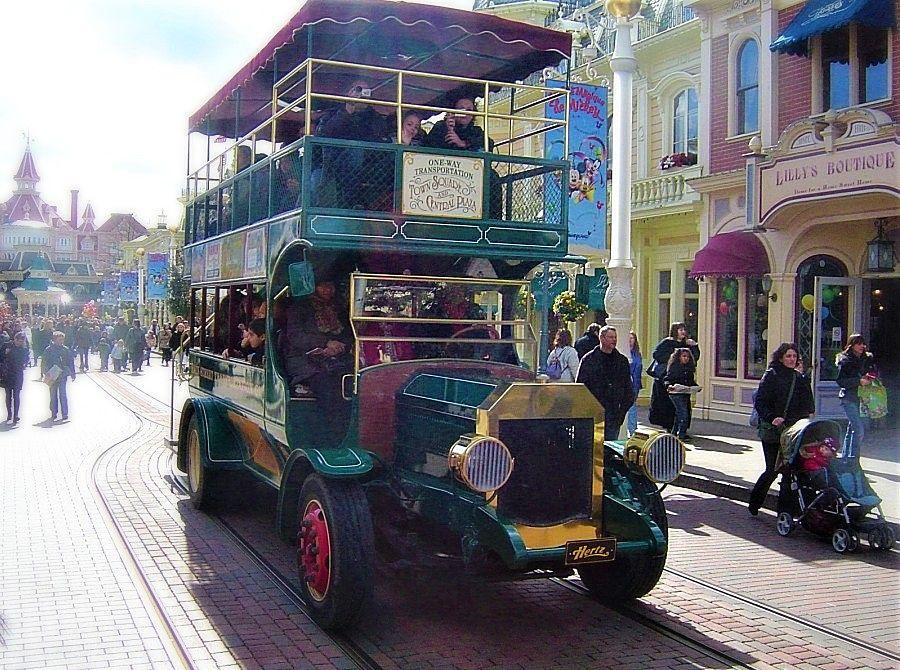 Bedrijvigheid in Main Street, U.S.A. in Disneyland Paris - Foto: © Adri van Esch
