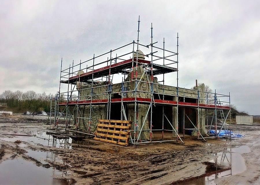 Het kluisgebouw van Toverland in aanbouw - Foto: © Adri van Esch