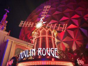 De Moulin Rouge in het Franse themagebied in Europa-Park