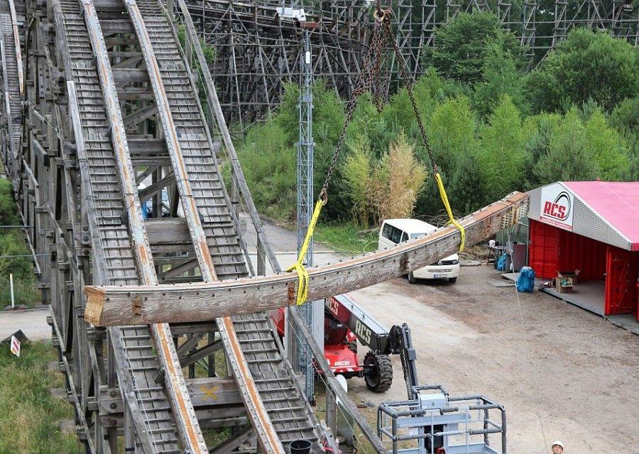 Rails van achtbaan Colossos in Heide Park wordt verwijderd