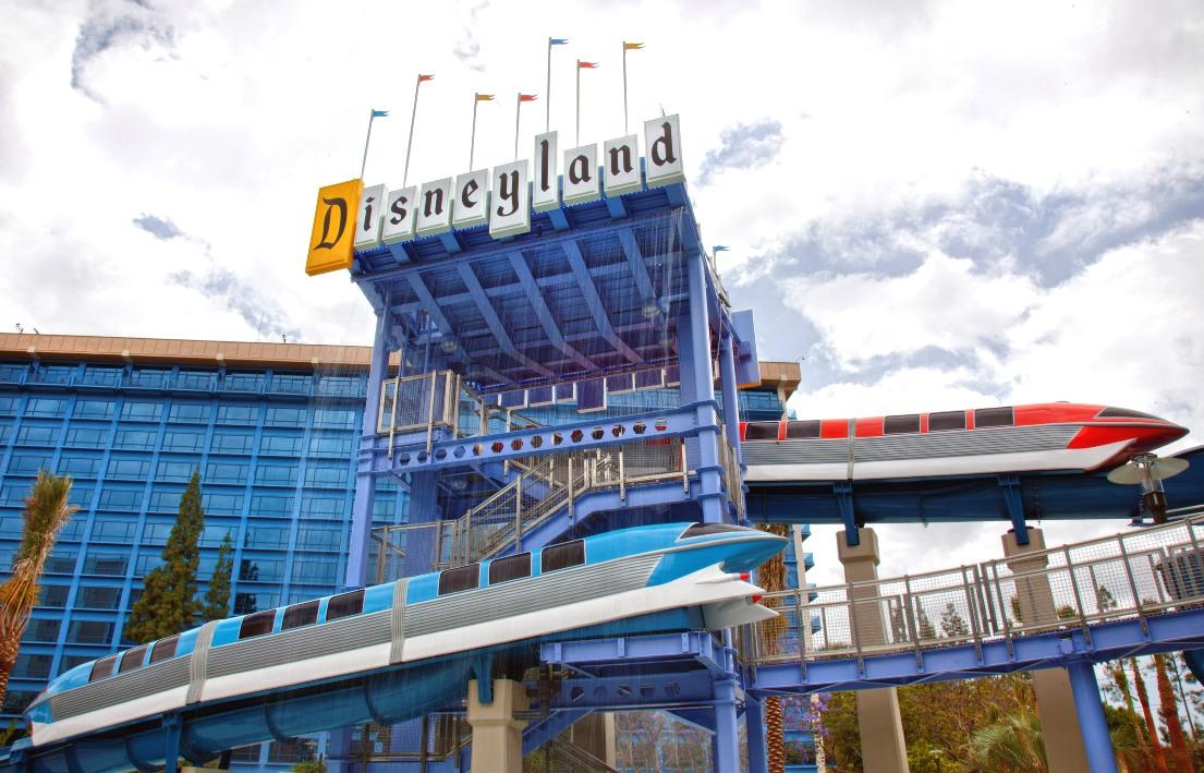 Het Disneyland Hotel bij Disneyland in Anaheim - Foto: © Disney