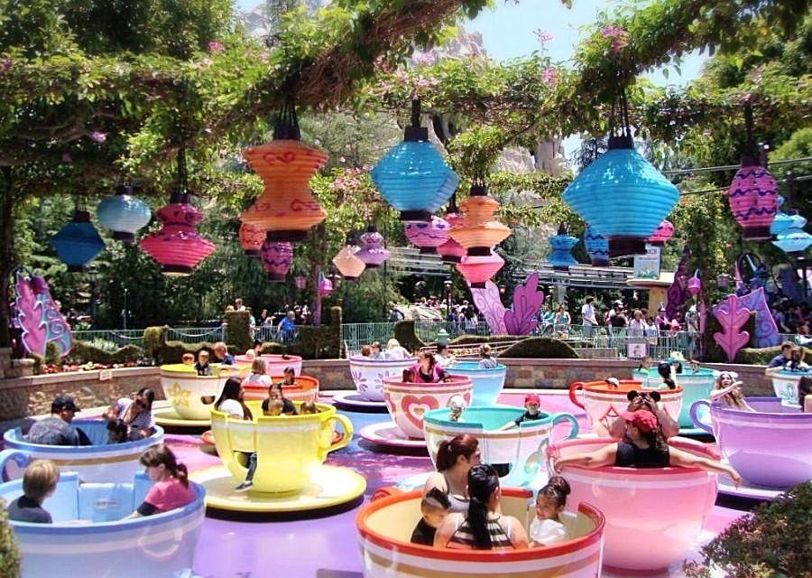 Mad Hatter's Tea Party in Disneyland -  Foto: © Adri van Esch