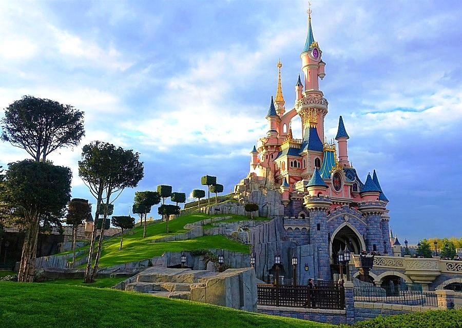 Het beroemde kasteel van Doornroosje in Disneyland Paris – Foto: © Adri van Esch