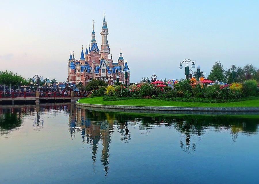 Enchanted Storybook Castle en Gardens of Imagination in Shanghai Disneyland - Foto: © Adri van Esch