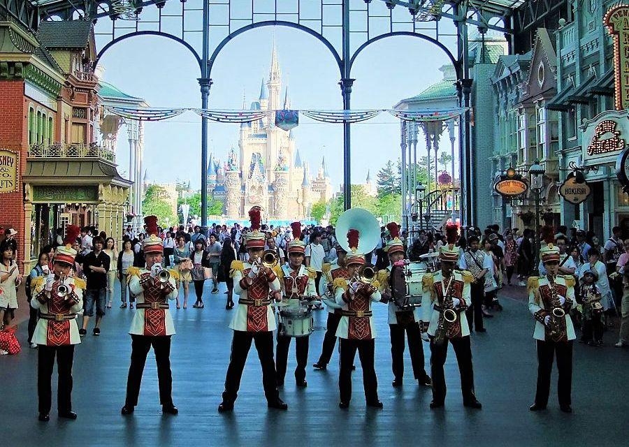 World Bazaar en kasteel van Tokyo Disneyland - Foto: © Adri van Esch