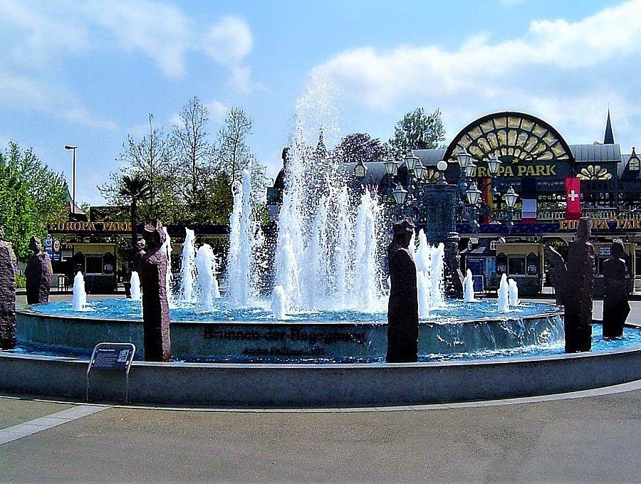 Brunnen der Begegnung, kunstwerk van Philippe André in Europa-Park - Foto: © Adri van Esch
