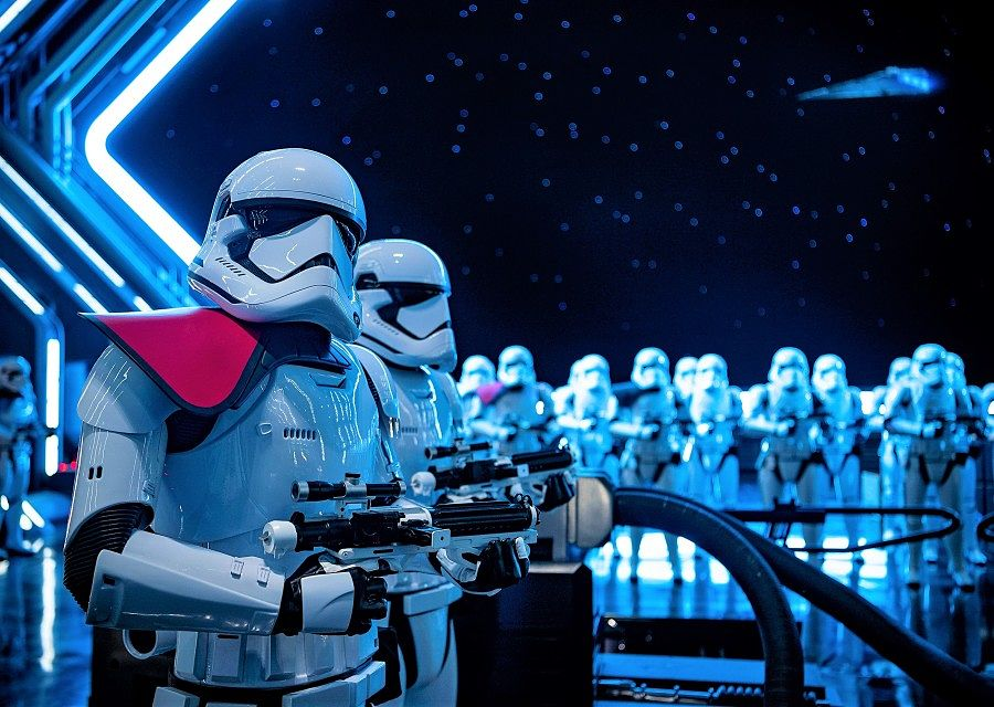 Stormtroopers in Star Wars: Rise of the Resistance - Foto: © Disney - Matt Stroshane