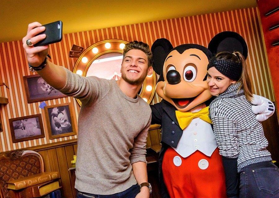 Meet Mickey Mouse in Disneyland Paris – Foto: © Disney