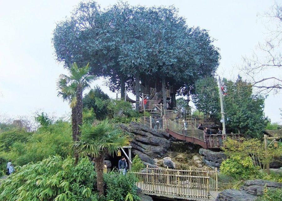 La Cabane des Robinson in Adventureland in Disneyland Paris – Foto: © Adri van Esch