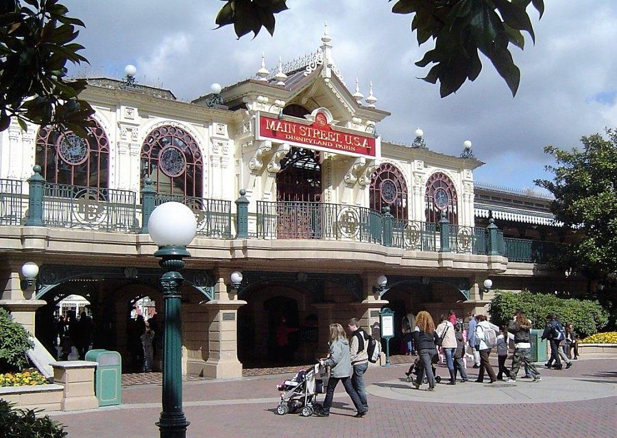 Main Street Station in Disneyland Paris - Foto: © Adri van Esch