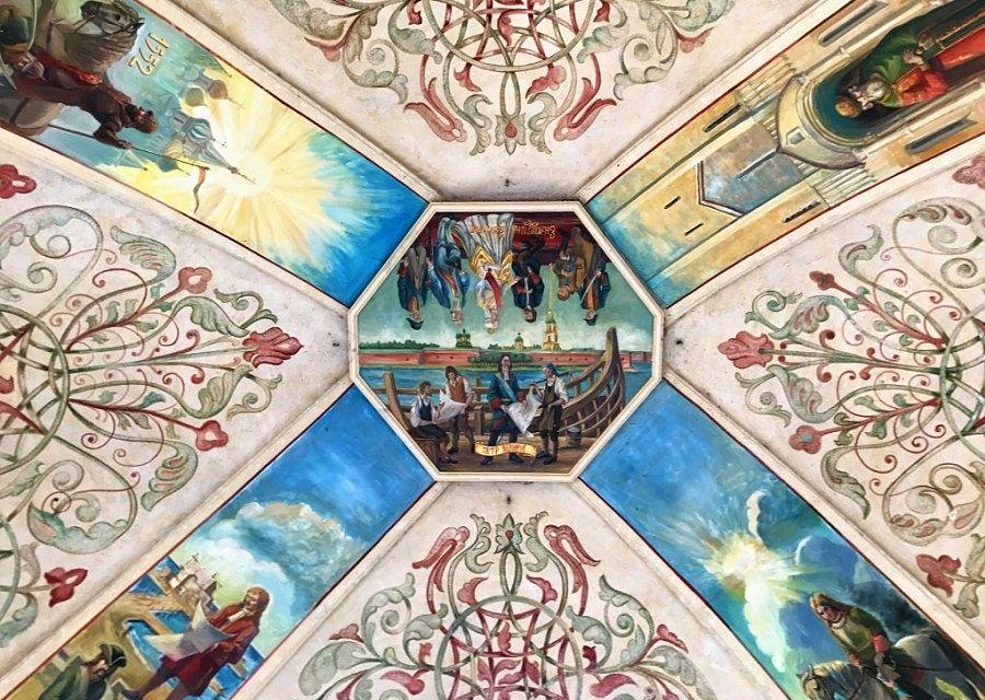 Russische geschiedenis weergegeven in fresco's in Europa-Park door Ulrich Damrau