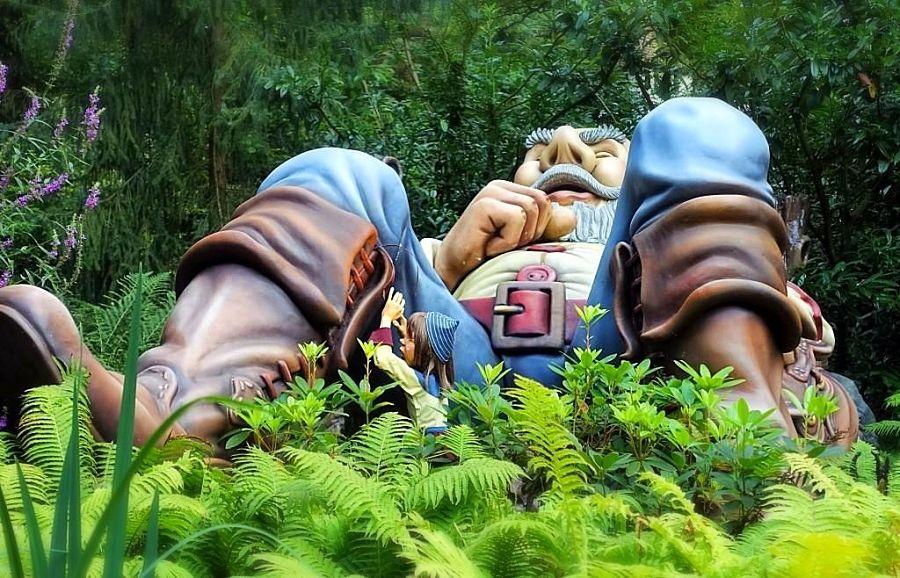 Klein Duimpje en de reus in het Sprookjesbos van de Efteling - Foto: © Adri van Esch